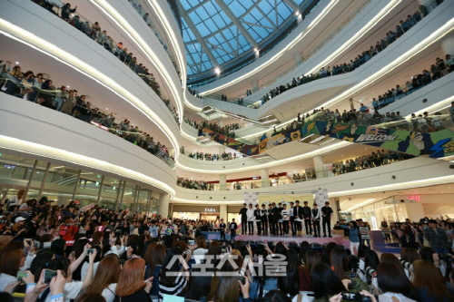 [PRESS] 160501 SEVENTEEN Fansign Event at Yongdeungpo Timesquare #세븐틴 #예쁘다 4