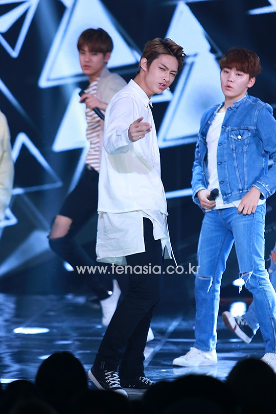 [PRESS] 160503 Seventeen at SBS MTV The Show 88P @SBS_MTV #세븐틴 #더쇼 #예쁘다 (27)