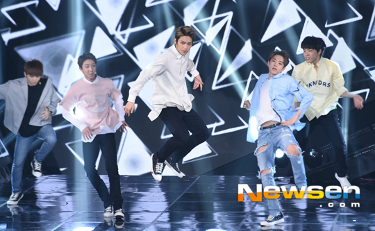 [PRESS] 160503 Seventeen at SBS MTV The Show 88P @SBS_MTV #세븐틴 #더쇼 #예쁘다 (77)