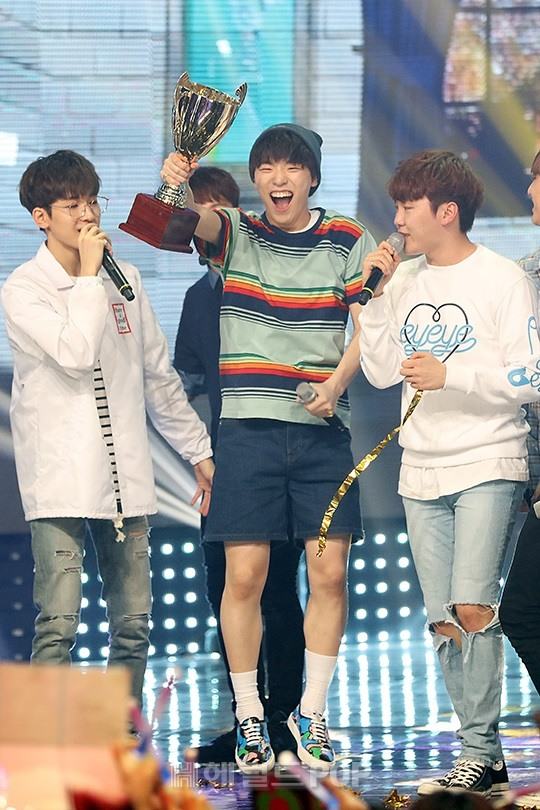 [PRESS] 160504 Seventeen 1st Win at MBC Show Champion #SEVENTEEN1stWin #PrettyU1stWin #세븐틴 #1위 #예쁘다 (1)
