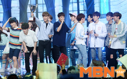 [PRESS] 160504 Seventeen 1st Win at MBC Show Champion #SEVENTEEN1stWin #PrettyU1stWin #세븐틴 #1위 #예쁘다 (131)