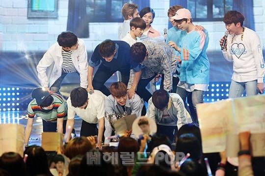 [PRESS] 160504 Seventeen 1st Win at MBC Show Champion #SEVENTEEN1stWin #PrettyU1stWin #세븐틴 #1위 #예쁘다 (138)