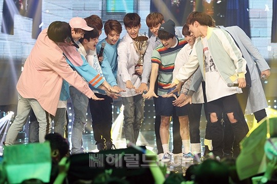 [PRESS] 160504 Seventeen 1st Win at MBC Show Champion #SEVENTEEN1stWin #PrettyU1stWin #세븐틴 #1위 #예쁘다 (141)