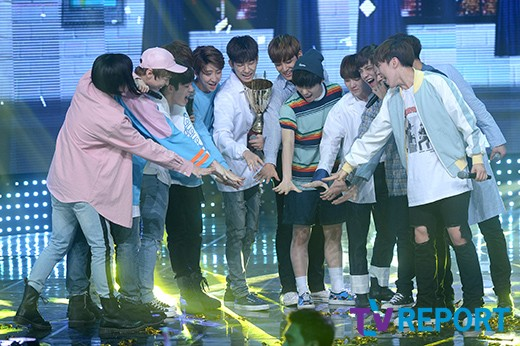 [PRESS] 160504 Seventeen 1st Win at MBC Show Champion #SEVENTEEN1stWin #PrettyU1stWin #세븐틴 #1위 #예쁘다 (21)