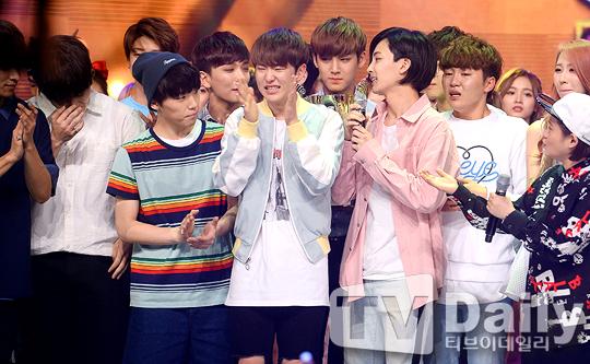 [PRESS] 160504 Seventeen 1st Win at MBC Show Champion #SEVENTEEN1stWin #PrettyU1stWin #세븐틴 #1위 #예쁘다 (23)
