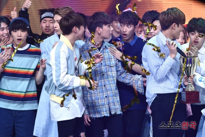 [PRESS] 160504 Seventeen 1st Win at MBC Show Champion #SEVENTEEN1stWin #PrettyU1stWin #세븐틴 #1위 #예쁘다 (34)