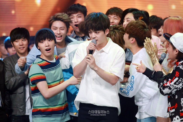 [PRESS] 160504 Seventeen 1st Win at MBC Show Champion #SEVENTEEN1stWin #PrettyU1stWin #세븐틴 #1위 #예쁘다 (4)