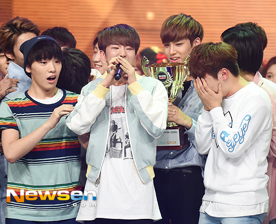 [PRESS] 160504 Seventeen 1st Win at MBC Show Champion #SEVENTEEN1stWin #PrettyU1stWin #세븐틴 #1위 #예쁘다 (45)