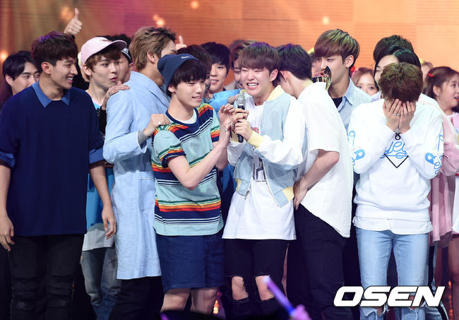 [PRESS] 160504 Seventeen 1st Win at MBC Show Champion #SEVENTEEN1stWin #PrettyU1stWin #세븐틴 #1위 #예쁘다 (49)