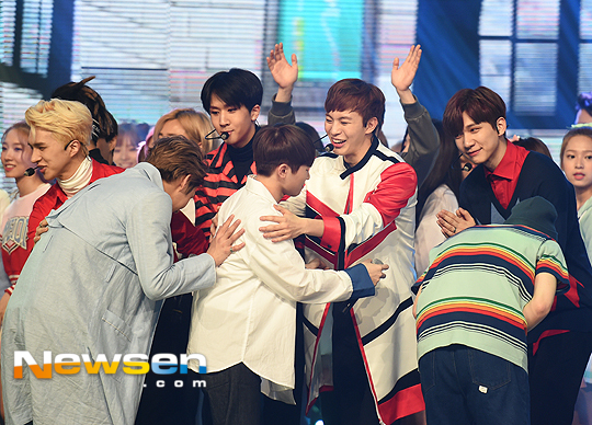 [PRESS] 160504 Seventeen 1st Win at MBC Show Champion #SEVENTEEN1stWin #PrettyU1stWin #세븐틴 #1위 #예쁘다 (51)