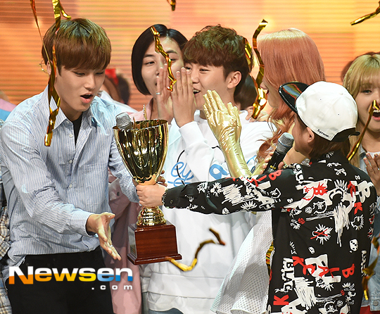 [PRESS] 160504 Seventeen 1st Win at MBC Show Champion #SEVENTEEN1stWin #PrettyU1stWin #세븐틴 #1위 #예쁘다 (56)