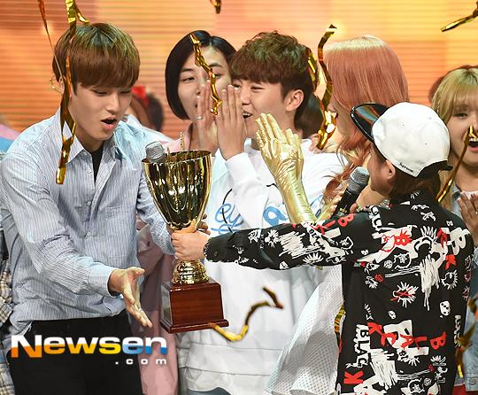 [PRESS] 160504 Seventeen 1st Win at MBC Show Champion #SEVENTEEN1stWin #PrettyU1stWin #세븐틴 #1위 #예쁘다 (56)
