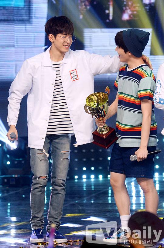 [PRESS] 160504 Seventeen 1st Win at MBC Show Champion #SEVENTEEN1stWin #PrettyU1stWin #세븐틴 #1위 #예쁘다 (6)