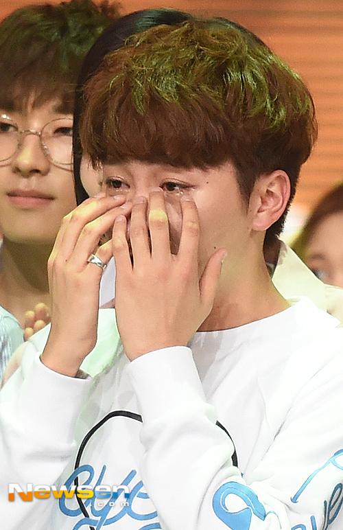 [PRESS] 160504 Seventeen 1st Win at MBC Show Champion #SEVENTEEN1stWin #PrettyU1stWin #세븐틴 #1위 #예쁘다 (64)