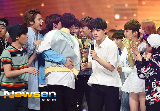 [PRESS] 160504 Seventeen 1st Win at MBC Show Champion #SEVENTEEN1stWin #PrettyU1stWin #세븐틴 #1위 #예쁘다 (65)