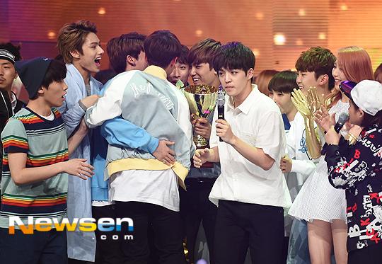 [PRESS] 160504 Seventeen 1st Win at MBC Show Champion #SEVENTEEN1stWin #PrettyU1stWin #세븐틴 #1위 #예쁘다 (65)