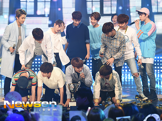 [PRESS] 160504 Seventeen 1st Win at MBC Show Champion #SEVENTEEN1stWin #PrettyU1stWin #세븐틴 #1위 #예쁘다 (67)