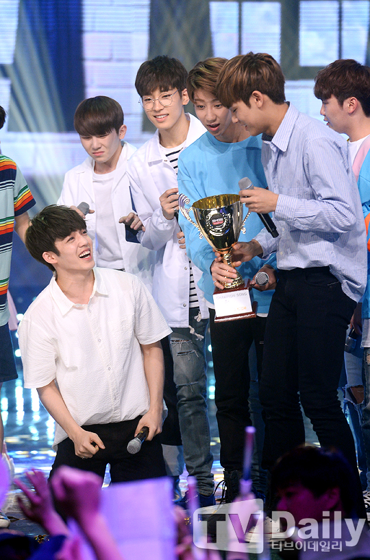 [PRESS] 160504 Seventeen 1st Win at MBC Show Champion #SEVENTEEN1stWin #PrettyU1stWin #세븐틴 #1위 #예쁘다 (7)