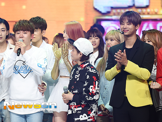 [PRESS] 160504 Seventeen 1st Win at MBC Show Champion #SEVENTEEN1stWin #PrettyU1stWin #세븐틴 #1위 #예쁘다 (74)