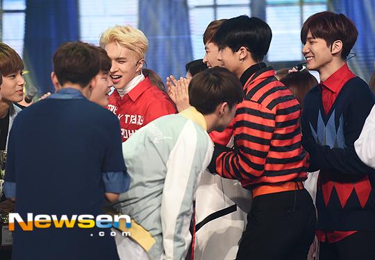 [PRESS] 160504 Seventeen 1st Win at MBC Show Champion #SEVENTEEN1stWin #PrettyU1stWin #세븐틴 #1위 #예쁘다 (75)