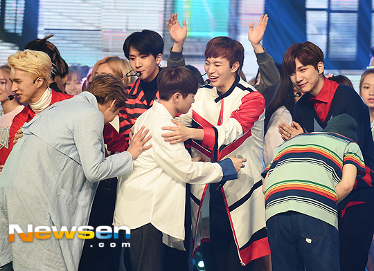 [PRESS] 160504 Seventeen 1st Win at MBC Show Champion #SEVENTEEN1stWin #PrettyU1stWin #세븐틴 #1위 #예쁘다 (76)