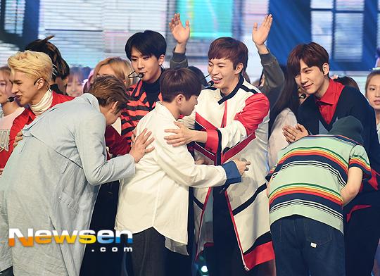 [PRESS] 160504 Seventeen 1st Win at MBC Show Champion #SEVENTEEN1stWin #PrettyU1stWin #세븐틴 #1위 #예쁘다 (76)