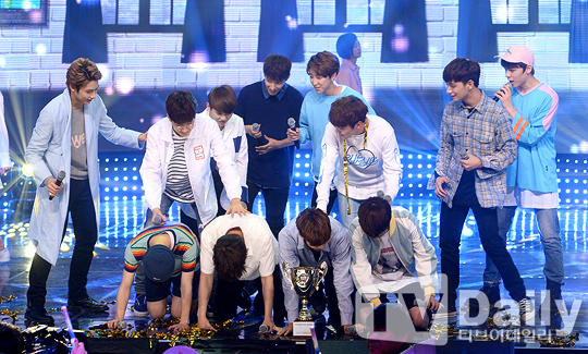 [PRESS] 160504 Seventeen 1st Win at MBC Show Champion #SEVENTEEN1stWin #PrettyU1stWin #세븐틴 #1위 #예쁘다 (8)