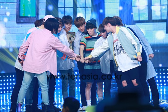 [PRESS] 160504 Seventeen 1st Win at MBC Show Champion #SEVENTEEN1stWin #PrettyU1stWin #세븐틴 #1위 #예쁘다 (80)