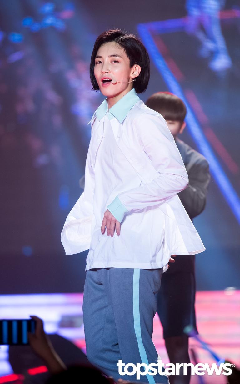 [PRESS] 160506 Seoul Girls Collection - #SEVENTEEN #세븐틴 (4)