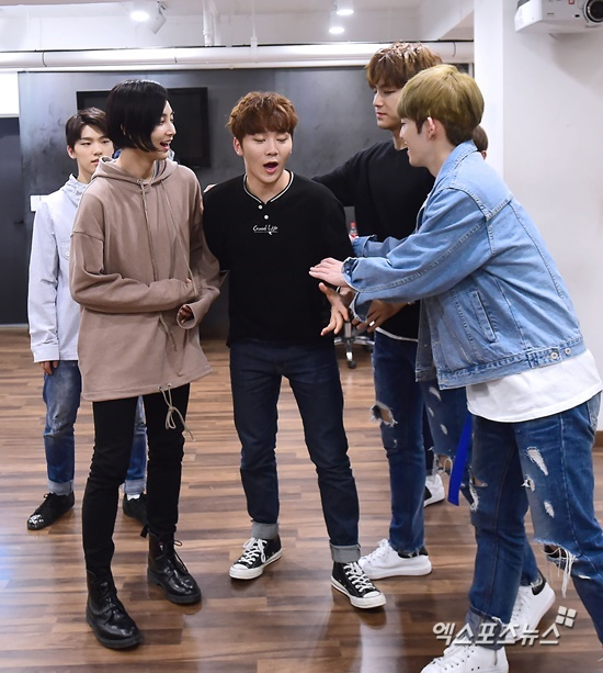 [PRESS] 160506 XPortsNews Star Shot Update ft. Seventeen #세븐틴 #예쁘다 (10)