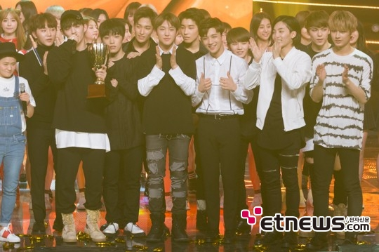 [PRESS] 160511 Seventeen 2nd Win at MBC Show Champion 47P #SEVENTEEN2ndWin #PrettyU2ndWin #세븐틴 #1위 #예쁘다 (46)