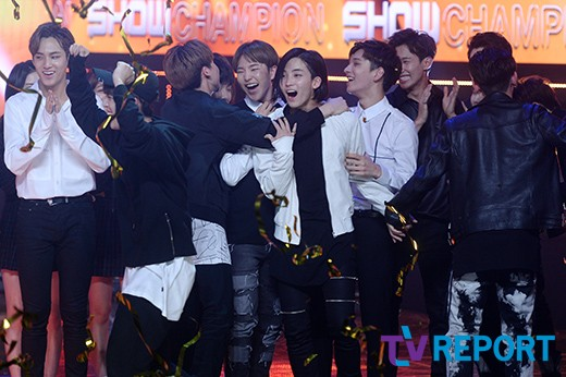 [PRESS] 160511 Seventeen 2nd Win at MBC Show Champion 47P #SEVENTEEN2ndWin #PrettyU2ndWin #세븐틴 #1위 #예쁘다 (8)