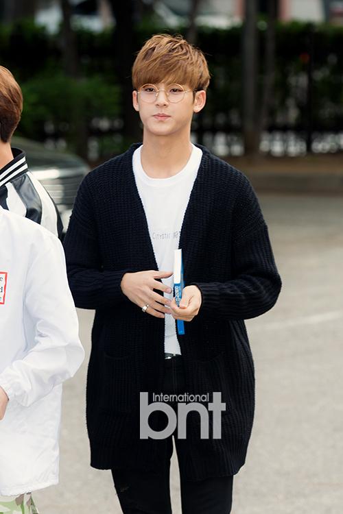 [PRESS] 160513 Seventeen heading to KBS Music Bank Rehearsal #세븐틴 #예쁘다 (1)