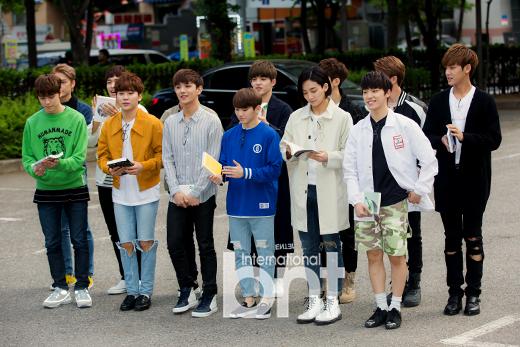 [PRESS] 160513 Seventeen heading to KBS Music Bank Rehearsal #세븐틴 #예쁘다 (10)