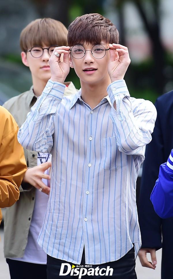 [PRESS] 160513 Seventeen heading to KBS Music Bank Rehearsal #세븐틴 #예쁘다 (15)