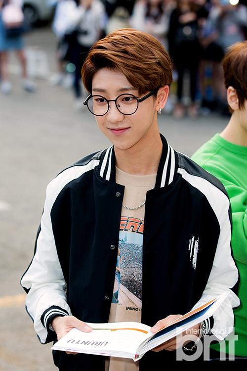 [PRESS] 160513 Seventeen heading to KBS Music Bank Rehearsal #세븐틴 #예쁘다 (2)