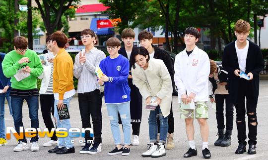 [PRESS] 160513 Seventeen heading to KBS Music Bank Rehearsal #세븐틴 #예쁘다 (24)