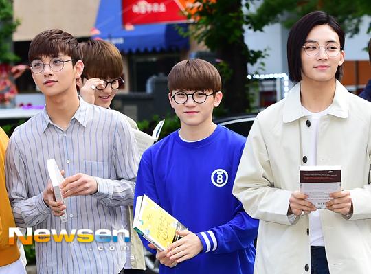 [PRESS] 160513 Seventeen heading to KBS Music Bank Rehearsal #세븐틴 #예쁘다 (25)