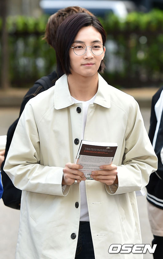 [PRESS] 160513 Seventeen heading to KBS Music Bank Rehearsal #세븐틴 #예쁘다 (28)