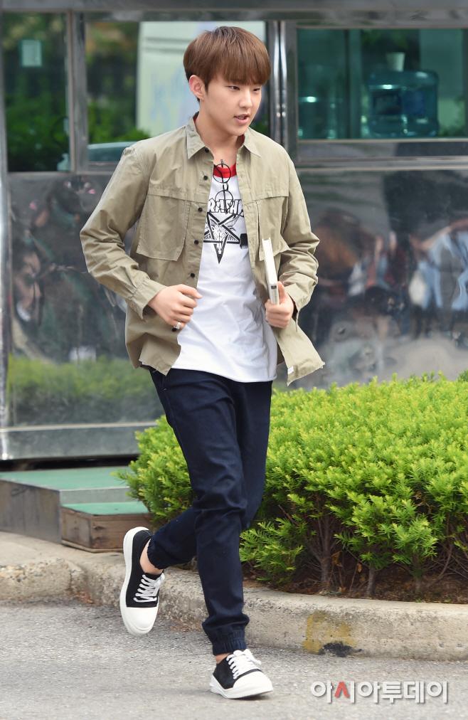 [PRESS] 160513 Seventeen heading to KBS Music Bank Rehearsal #세븐틴 #예쁘다 (29)