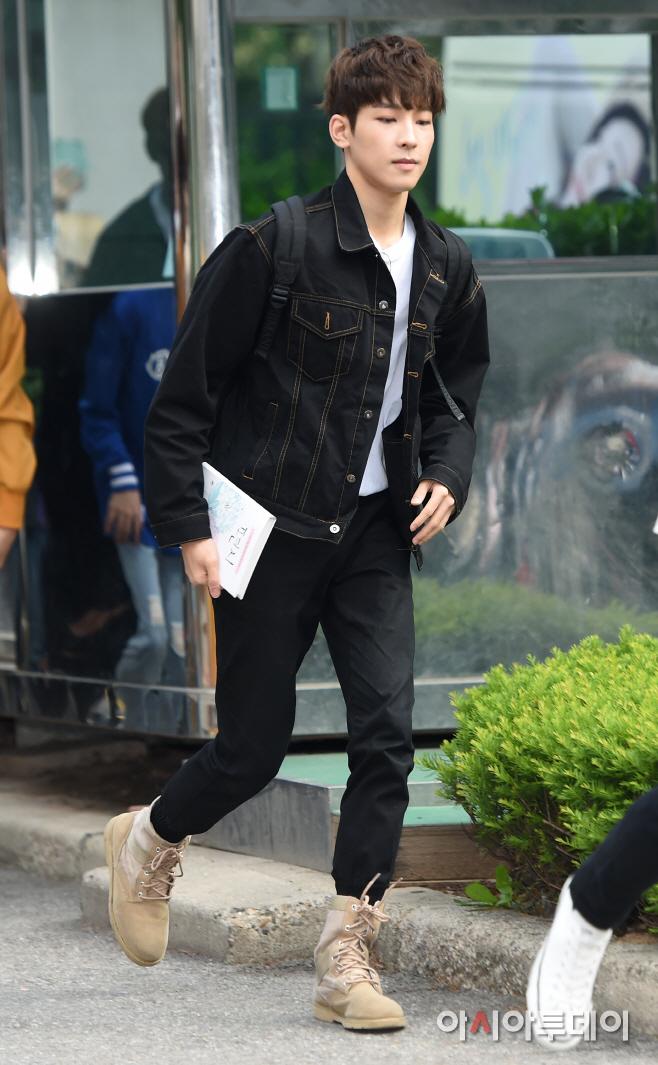 [PRESS] 160513 Seventeen heading to KBS Music Bank Rehearsal #세븐틴 #예쁘다 (30)