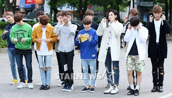 [PRESS] 160513 Seventeen heading to KBS Music Bank Rehearsal #세븐틴 #예쁘다 (32)