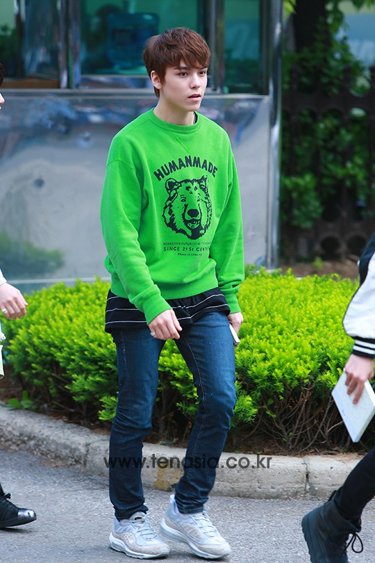 [PRESS] 160513 Seventeen heading to KBS Music Bank Rehearsal #세븐틴 #예쁘다 (39)