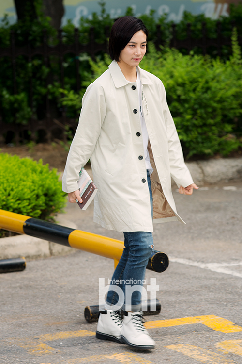 [PRESS] 160513 Seventeen heading to KBS Music Bank Rehearsal #세븐틴 #예쁘다 (4)