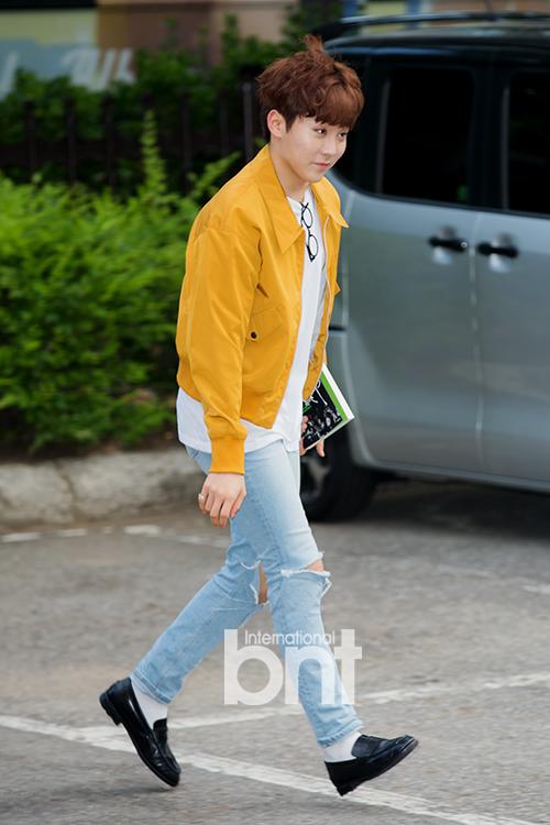 [PRESS] 160513 Seventeen heading to KBS Music Bank Rehearsal #세븐틴 #예쁘다 (5)
