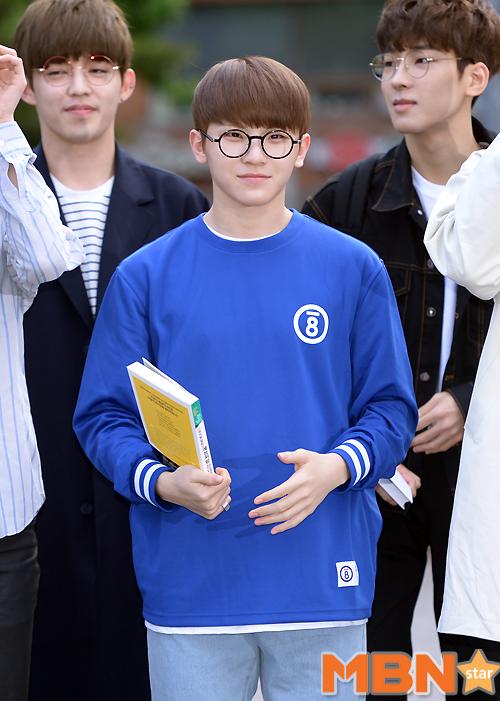 [PRESS] 160513 Seventeen heading to KBS Music Bank Rehearsal #세븐틴 #예쁘다 (56)