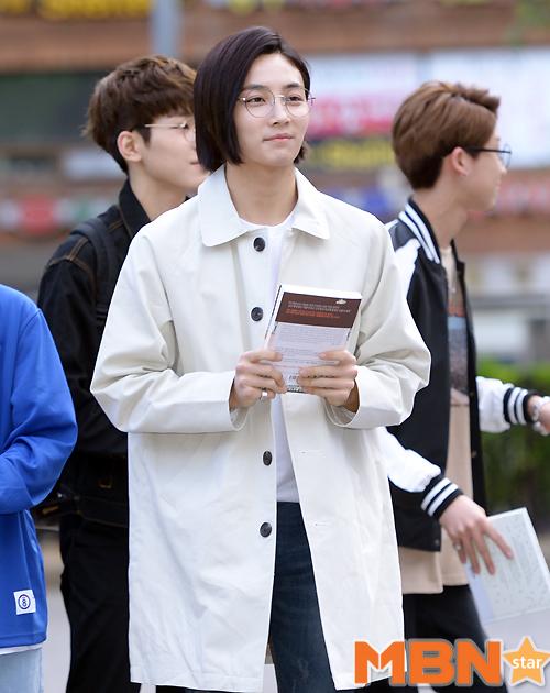 [PRESS] 160513 Seventeen heading to KBS Music Bank Rehearsal #세븐틴 #예쁘다 (57)
