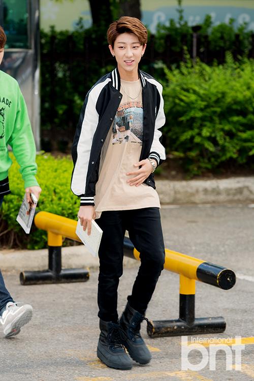 [PRESS] 160513 Seventeen heading to KBS Music Bank Rehearsal #세븐틴 #예쁘다 (6)