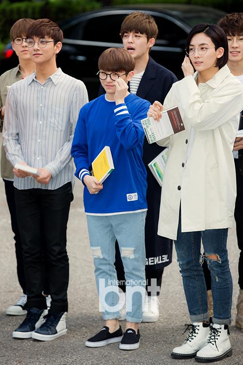 [PRESS] 160513 Seventeen heading to KBS Music Bank Rehearsal #세븐틴 #예쁘다 (7)