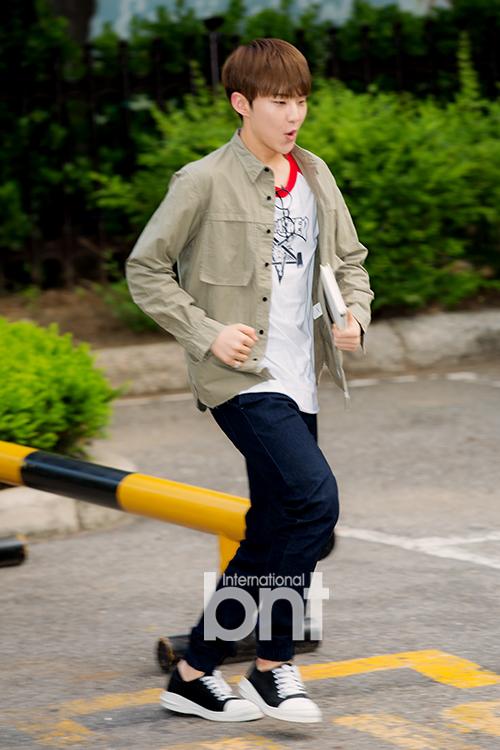 [PRESS] 160513 Seventeen heading to KBS Music Bank Rehearsal #세븐틴 #예쁘다 (9)
